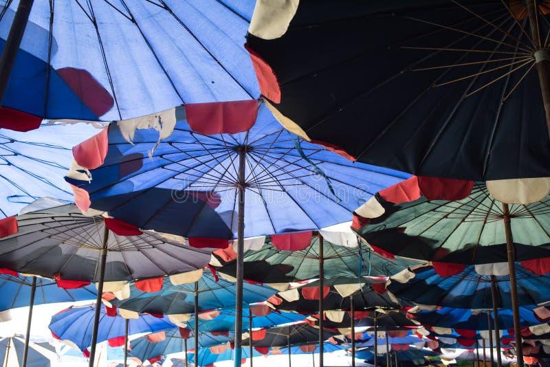 Конспект под большим зонтиком стоковые изображения rf