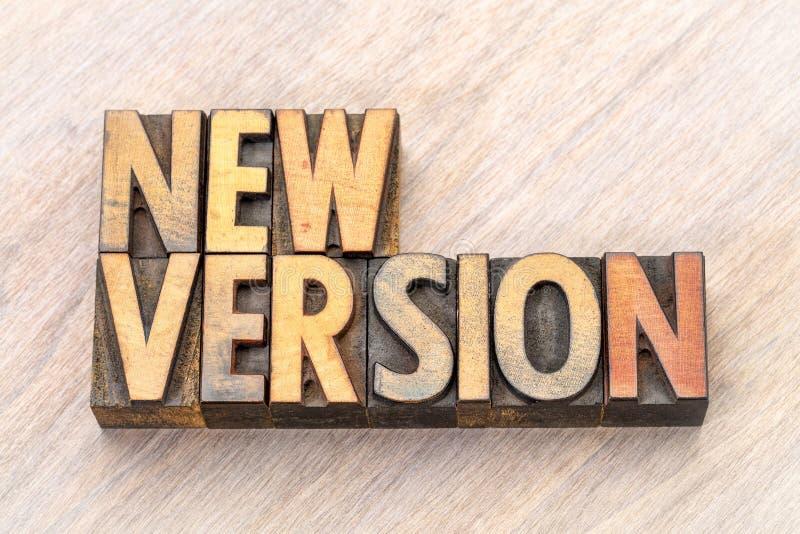 Конспект слова новой версии в деревянном типе стоковая фотография rf