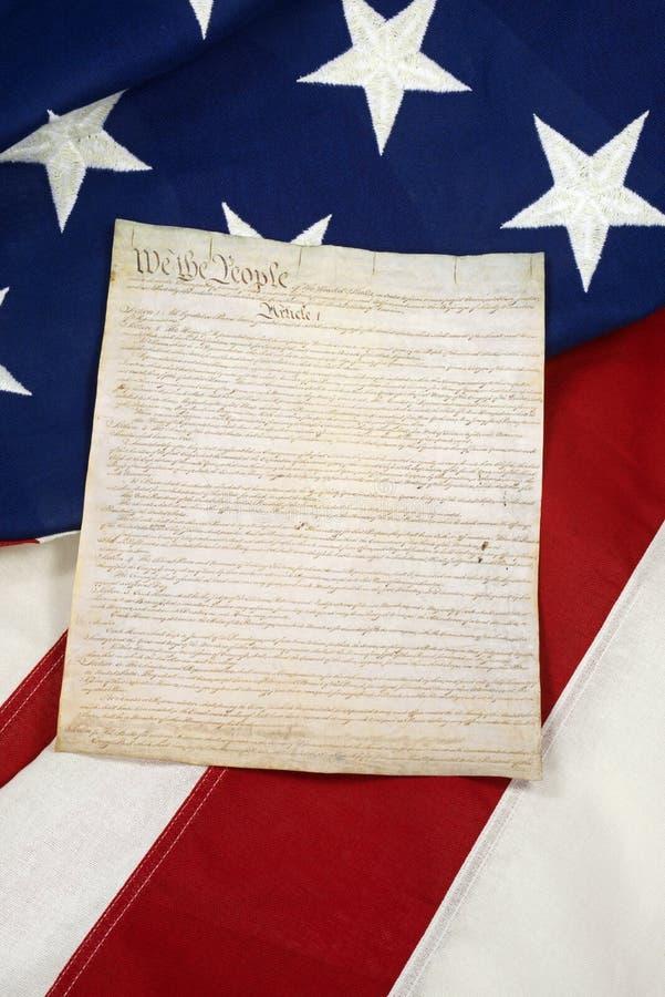 Конституция на американском флаге, вертикальном стоковая фотография rf