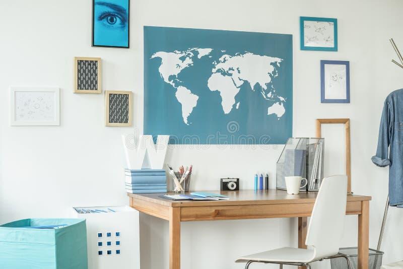 Конструированное место для работы с картой мира стоковое изображение rf