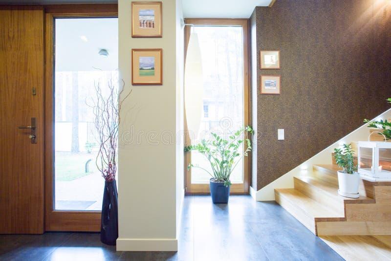 Конструированный anteroom в предназначенном для одной семьи доме стоковые изображения rf