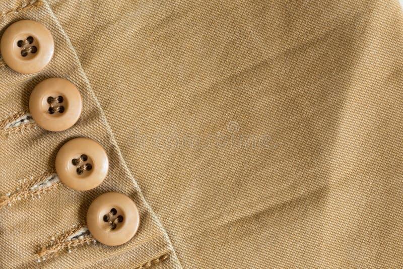 Конструируйте дно коричневой рубашки на ткани ткани стоковое изображение