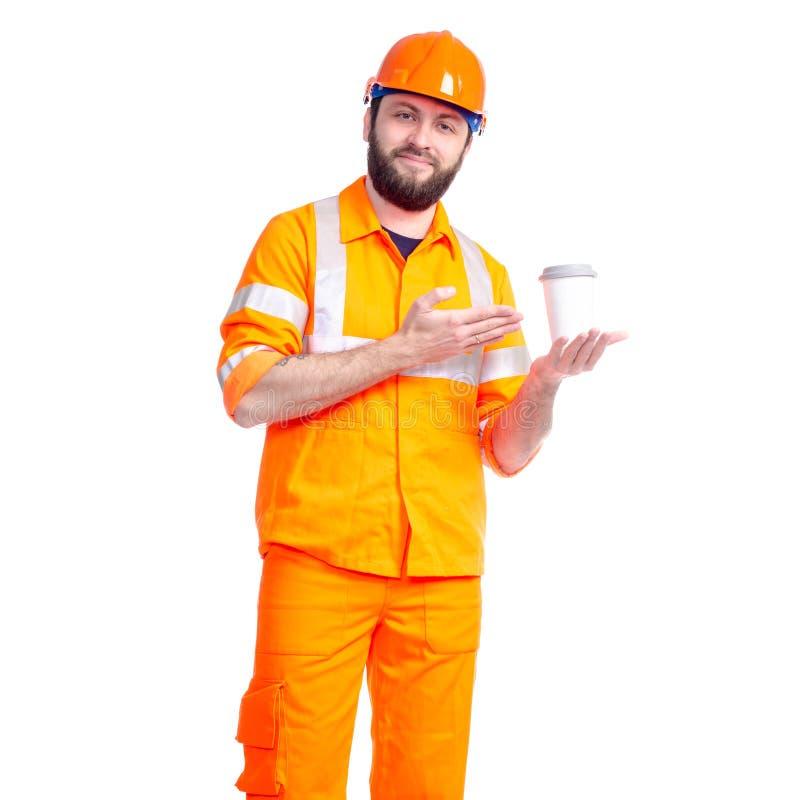 Конструктор дороги работника человека ослабляет, выпивает чашку кофе стоковые фото