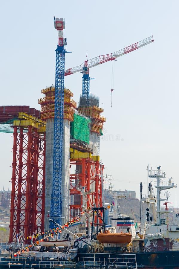 Конструкция большого guyed моста в русском Владивостоке стоковое изображение rf