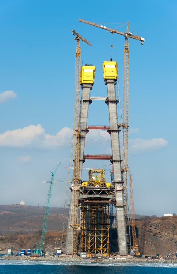Конструкция большого guyed моста в русском Владивостоке стоковые изображения