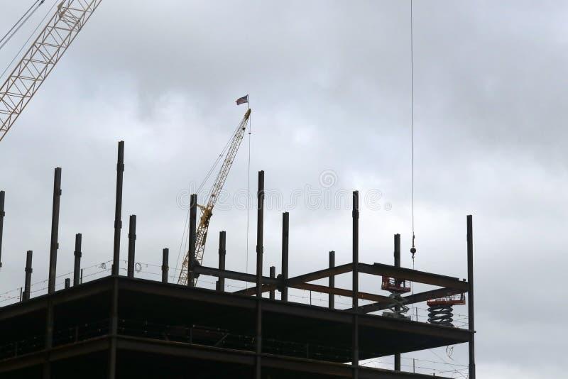 Download конструкция здания новая стоковое изображение. изображение насчитывающей процесс - 81808839