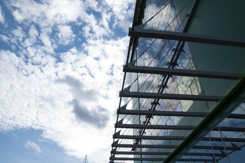 Конструкция и небо стоковая фотография rf
