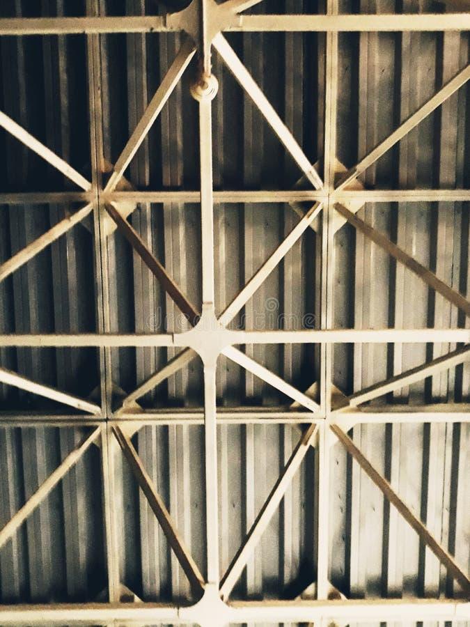 Конструкция металла под крышей стоковая фотография