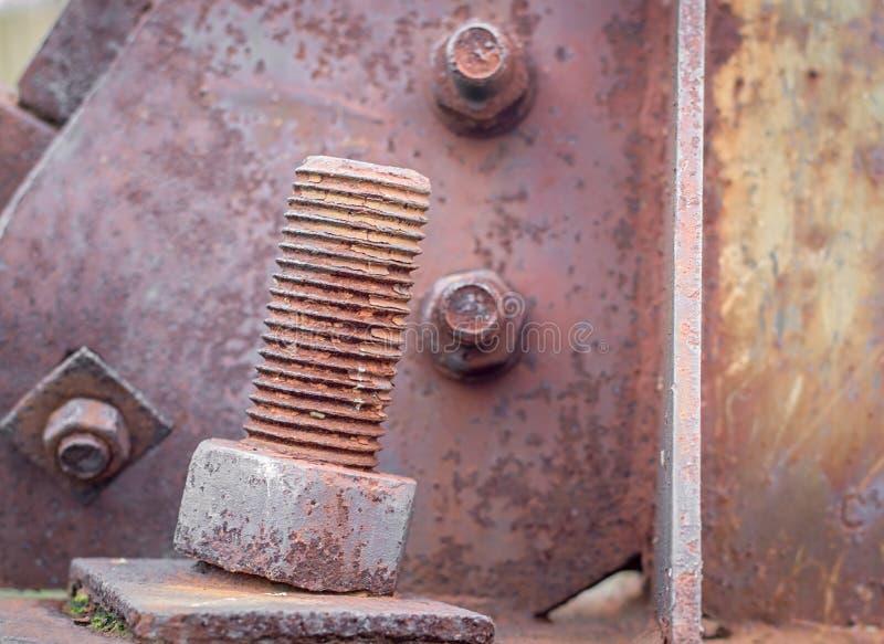 Конструкция металла, большой ржавый болт стоковая фотография rf
