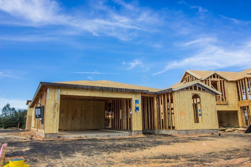 Конструкция нового одного дома рассказа стоковое фото