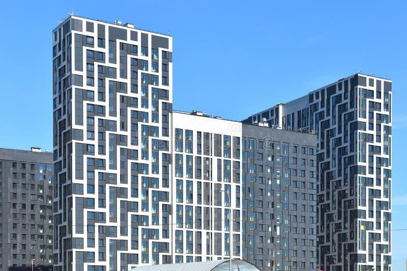 Конструкция современных удобных жилых домов стоковая фотография rf