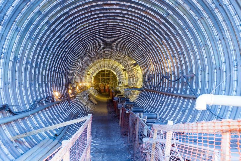 Конструкция тоннеля для минировать стоковая фотография