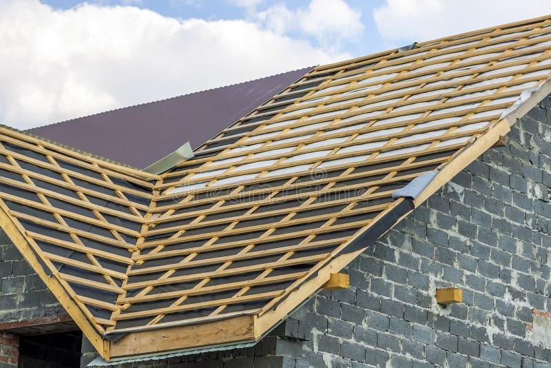 Конструкция толя Деревянная конструкция дома рамки крыши стоковые изображения