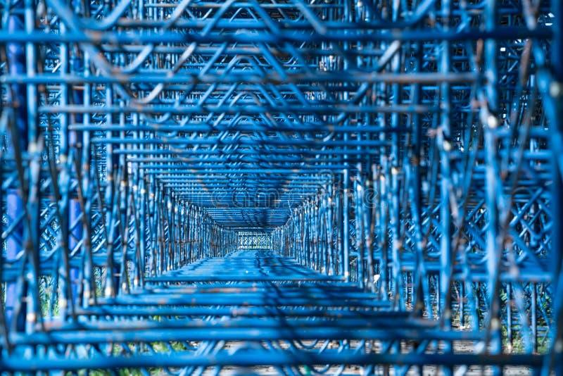 Конструкция форм прямоугольника геометрическая мест стадиона Абстрактная современная часть архитектуры металла голубой дизайн пря стоковое фото rf