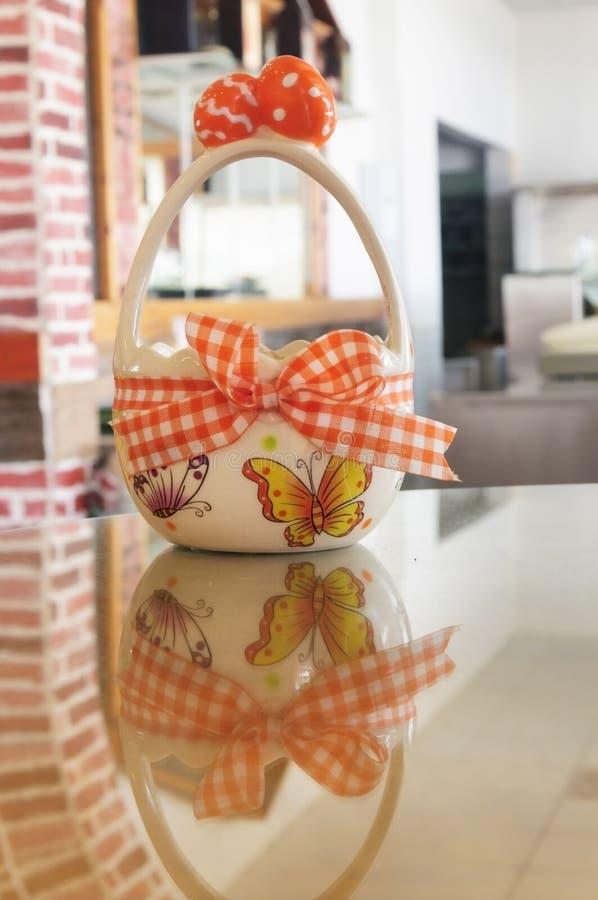 Контейнер пасхи для яичек стоковое фото rf