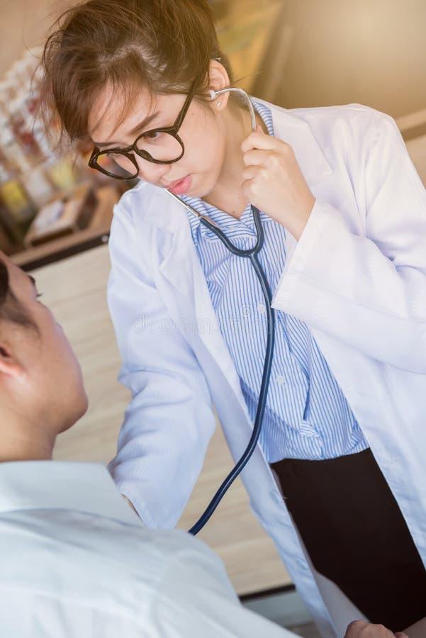 Контролер доктора, медицинского осмотра и сердечной болезни стоковая фотография