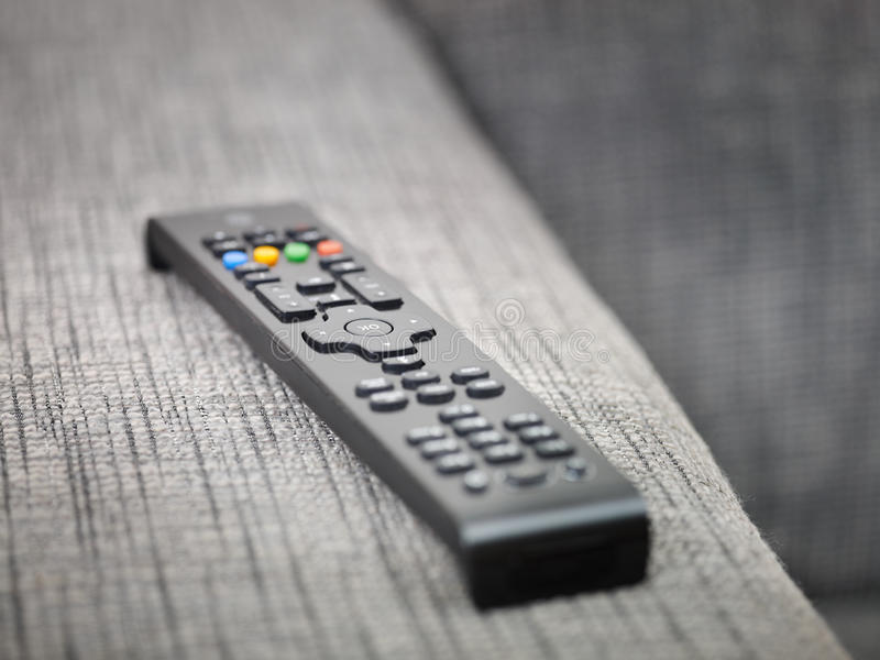 контролируйте дистанционную софу tv стоковые изображения rf