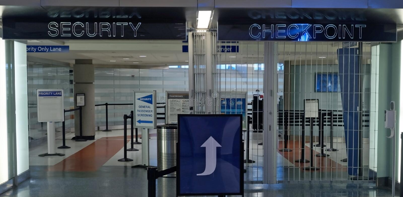 Контрольный пункт службы безопасности аэропорта стоковое фото