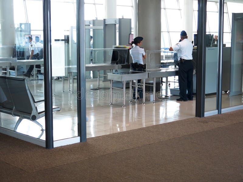 Контрольный пункт службы безопасности аэропорта стоковое изображение