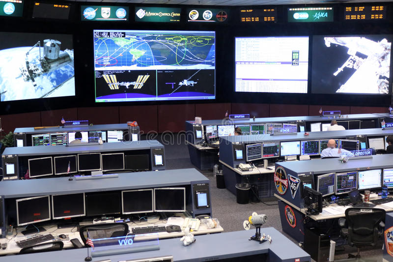 Контрольный центр управления полетом международной космической   Контрольный центр управления полетом международной космической станции Редакционное Изображение изображение 66752780