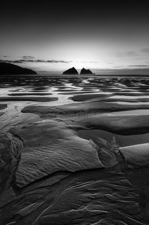 Контуры пляжа, залив Holywell, Корнуолл стоковое изображение