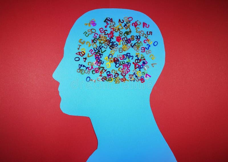 Контур мужской головы с разбросанными номерами стоковое изображение