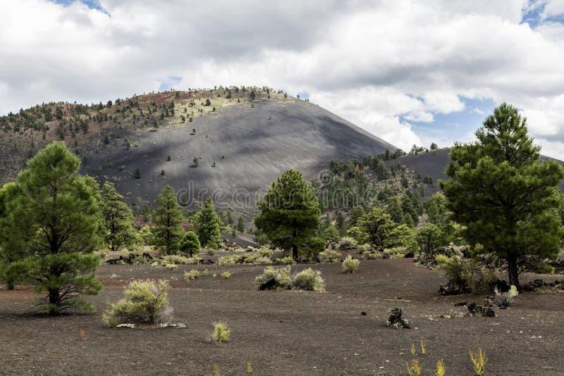 Конус гари вулкана кратера захода солнца стоковое изображение rf
