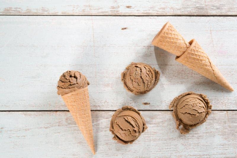 Конус мороженого взгляд сверху коричневый стоковая фотография rf