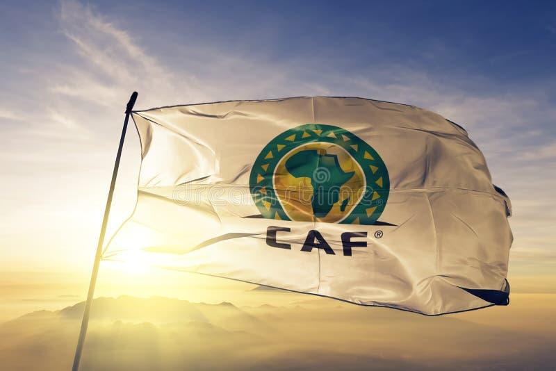Конфедерация африканской ткани ткани ткани флага логотипа футбола развевая на верхнем тумане тумана восхода солнца иллюстрация вектора