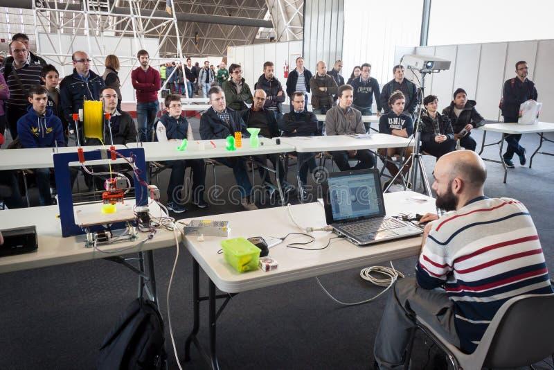 конференция печатания 3d на роботе и создателя показывают стоковые фото