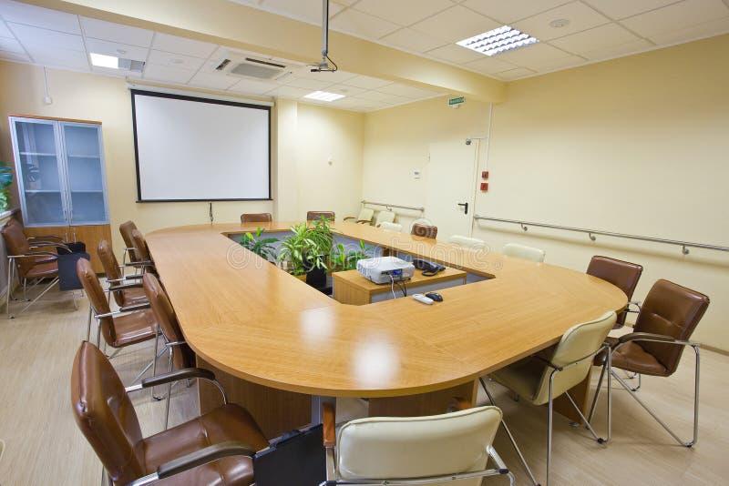 конференц-зал в офисе стоковые изображения