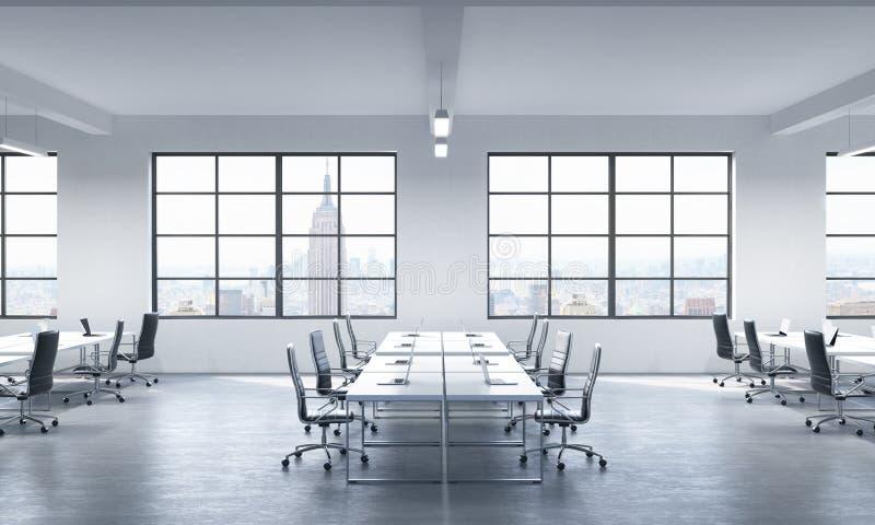 Конференц-зал или корпоративные рабочие места оборудованные современными компьтер-книжками в современном панорамном офисе в Нью-Й иллюстрация штока