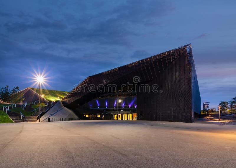 Конференц-центр международной конвенции Катовице в вечере стоковые изображения rf