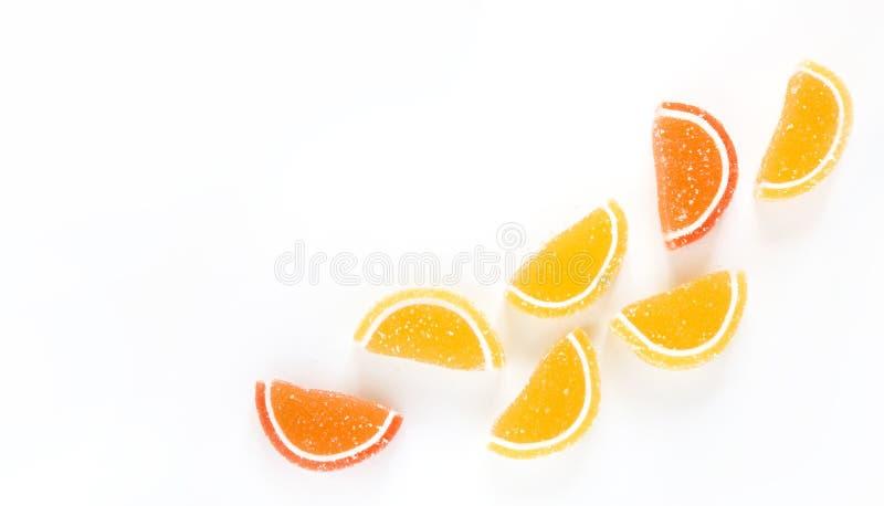 Конфета желтого и оранжевого мармелада на белой предпосылке стоковые изображения rf
