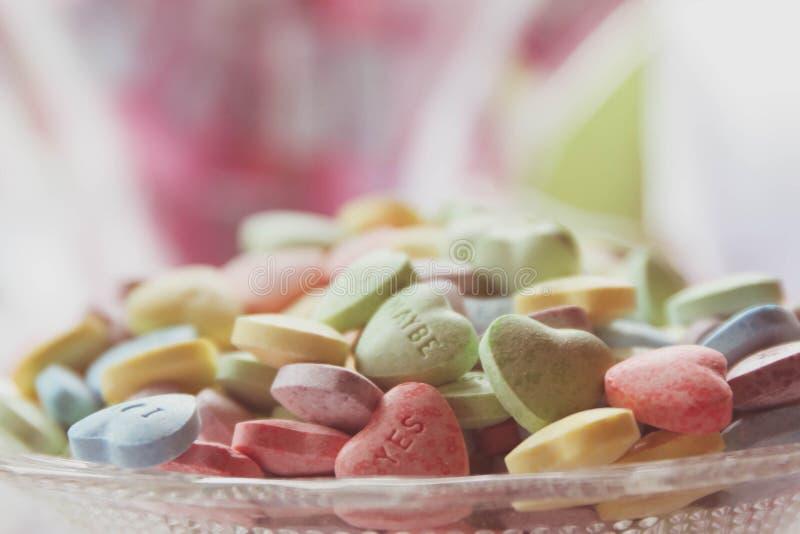 конфета имеет сердца я один текст sms они стоковые фото