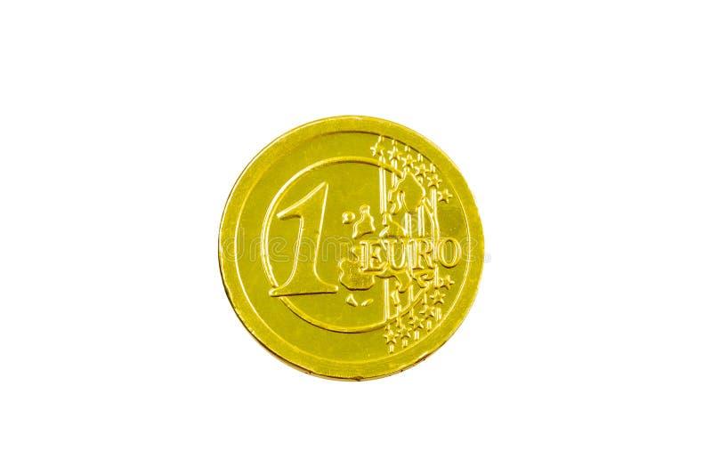 Конфета шоколада в форме 1 евро Сусальное золото с гравировкой 1 евро Евро шоколада изолированное на белой предпосылке стоковое фото
