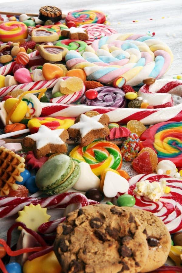 Конфеты с студнем и сахаром красочный массив различных помадок и обслуживаний childs стоковая фотография rf