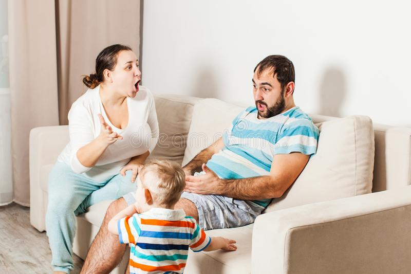 Конфликтная ситуация в семье с ребенком стоковое фото rf