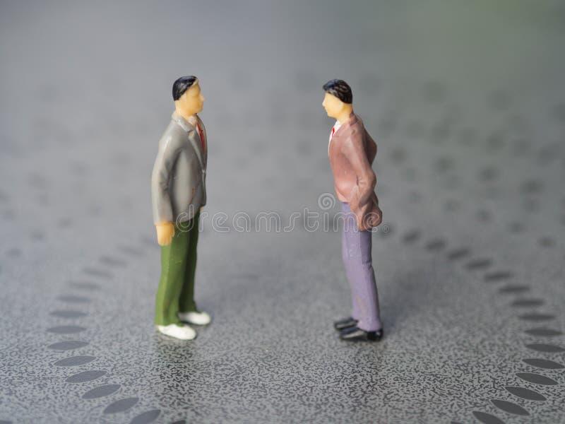 Конфликт между 2 людьми стоковое фото