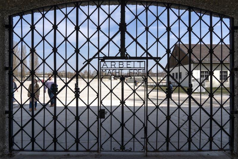 Концентрационный лагерь Dachau - въездные ворота Dachau, Германия Мемориал концентрационного лагеря Dachau стоковые изображения rf