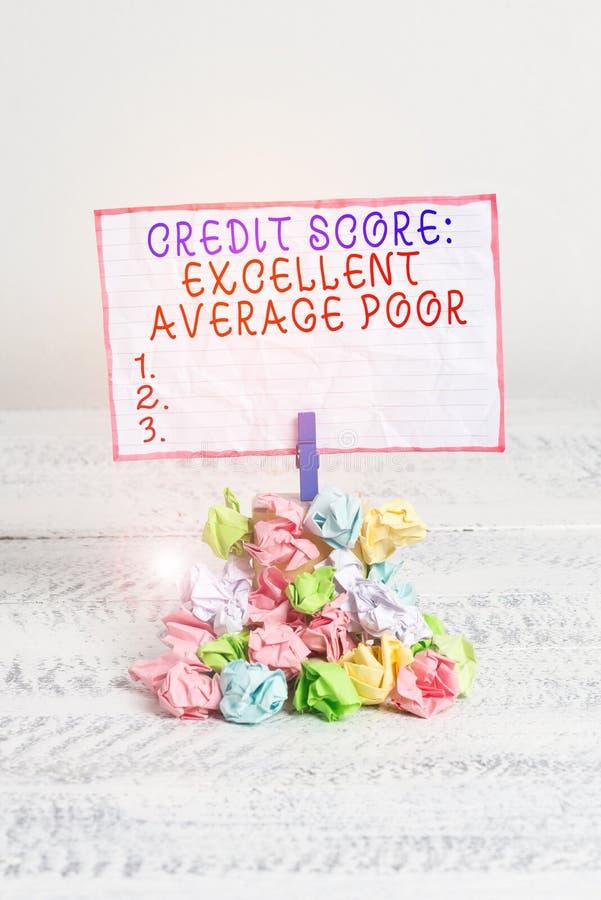 Концептуальная рукописная запись, показывающая, что кредитный балл превосходно падает в среднем Уровень рейтинга кредитоспособнос стоковые фото