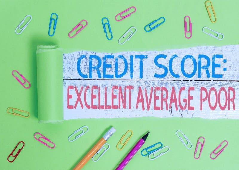Концептуальная рукописная запись, показывающая, что кредитный балл превосходно падает в среднем Уровень рейтинга кредитоспособнос стоковая фотография rf