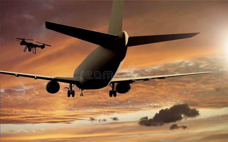 Концепция аварии Airplace трутня - трутень летая около самолета стоковые фото