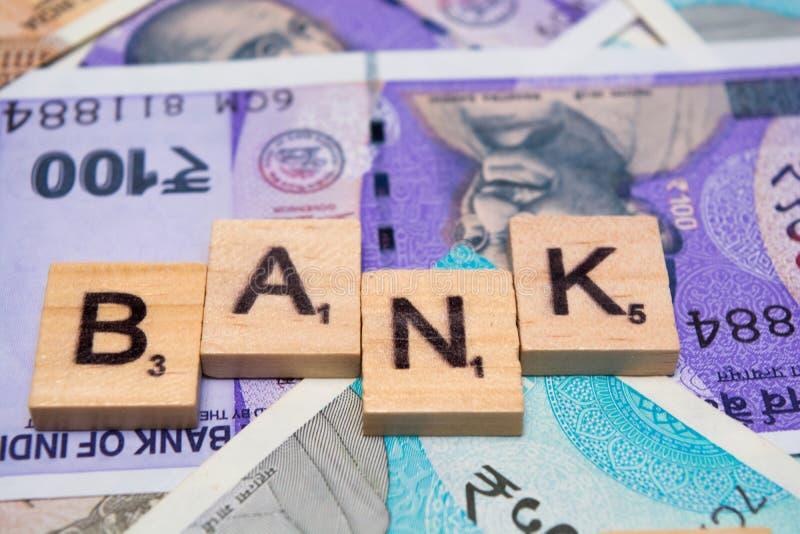Концепция банка с индийскими примечаниями валюты стоковая фотография rf