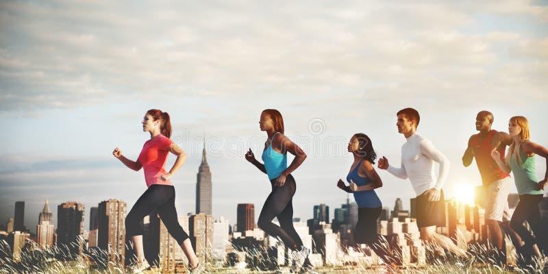 Концепция бегуна идущего марафона команды здоровая стоковое фото