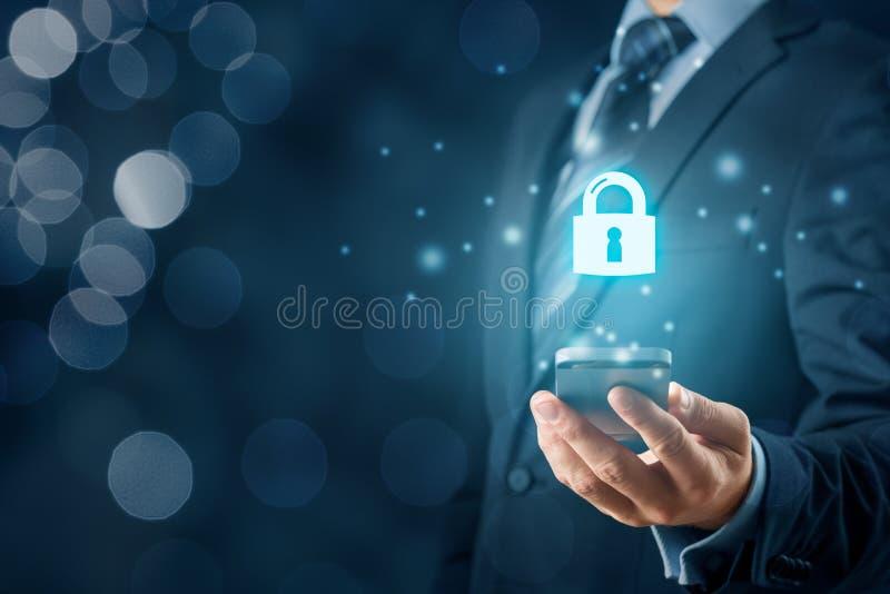 Концепция безопасности смартфонов стоковое фото