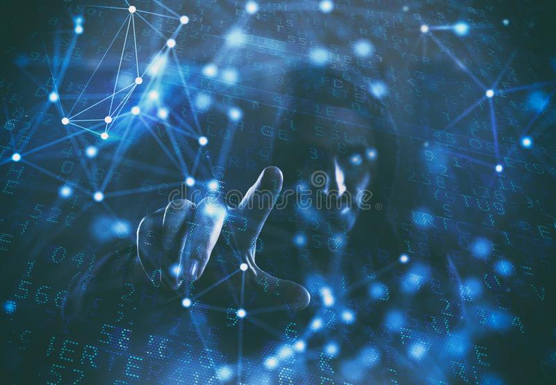 Концепция безопасности с хакером в темной окружающей среде с влияниями цифровых и сети стоковое изображение