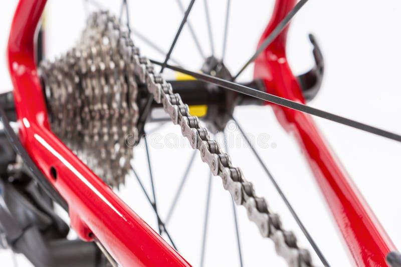Концепция велосипеда Crankset и задняя кассета с новой цепью стоковая фотография rf