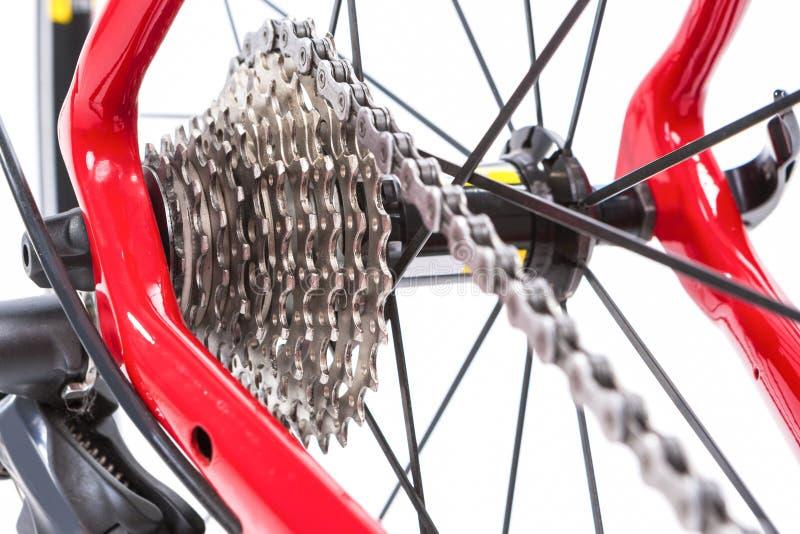 Концепция велосипеда Crankset и задняя кассета с новой цепью стоковое фото rf