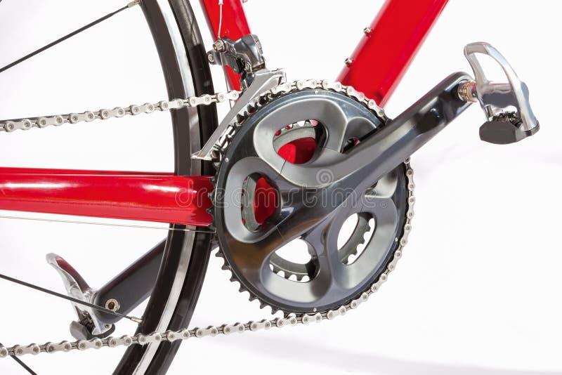 Концепция велосипеда Crankset с новой цепью Против белизны стоковое фото rf